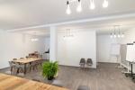 Meetingraum mit Platz für Gruppenarbeiten